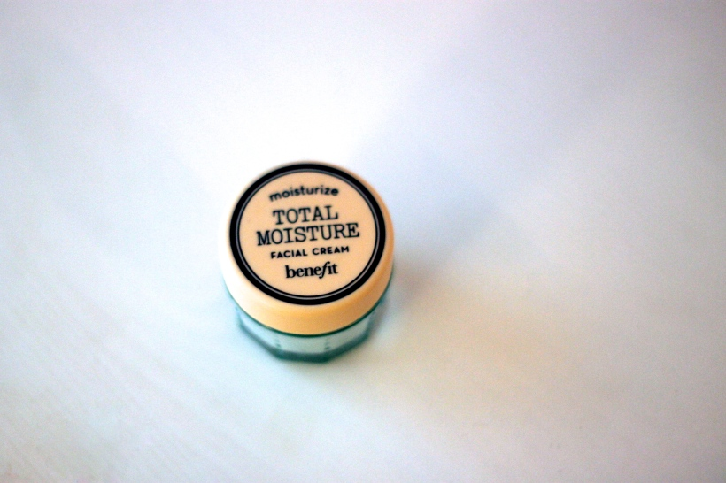 benefit total moisture facial cream review | as GOLD as it gets