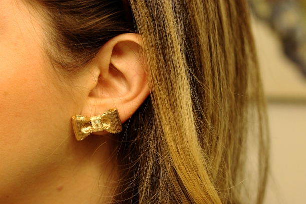 t+dj gold bow earrings