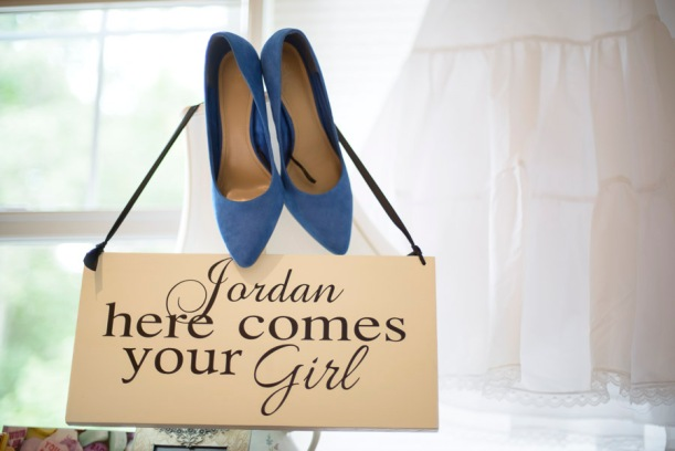 blue wedding shoes + here comes your girl sign