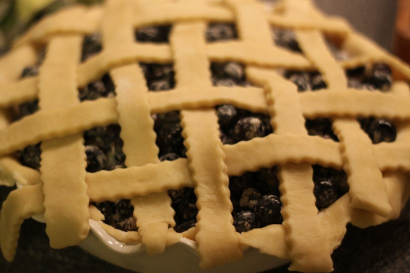 baking blueberry pie