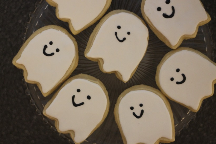 ghost halloween cookies with tulip cookie cutter