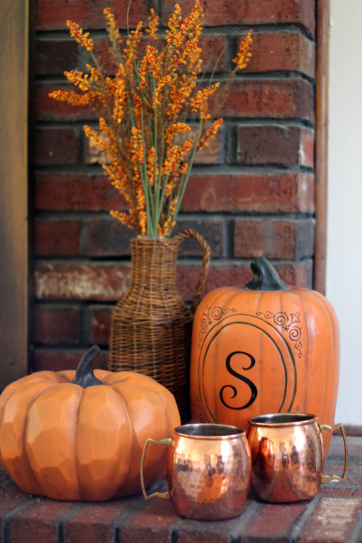 fall-decor-pumpkins-and-cider