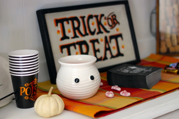 halloween-decor-hutch
