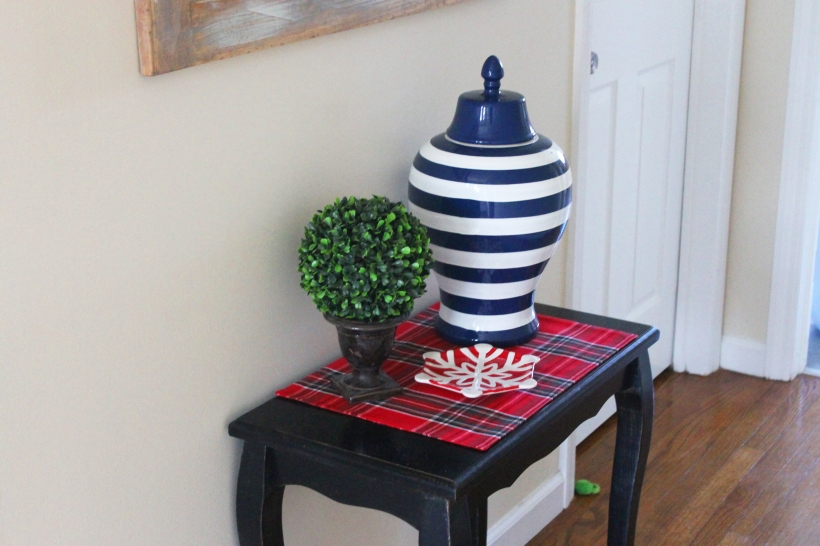 christmas-hallway-table