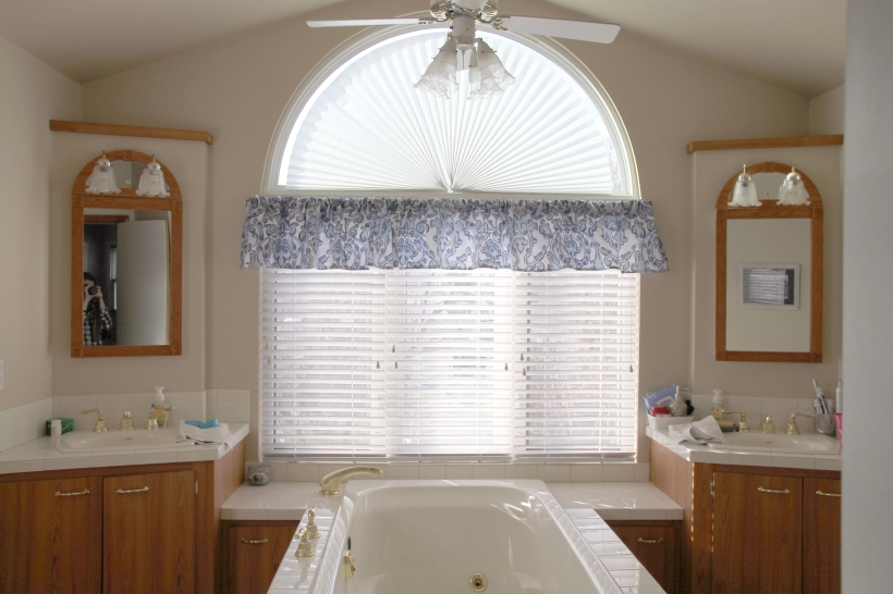 bathroom-valance